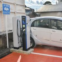 【駐車場】電気自動車の充電スタンドを2台設置しております。
