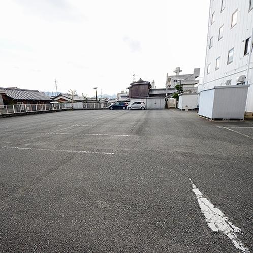 【駐車場(裏)】駐車場へは全部で60台駐車可能!もちろん無料です♪