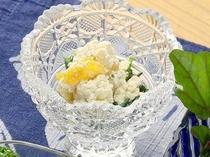 夕食イメージ ある日の前菜 豆腐とカッテージチーズと柿のヘルシーサラダ