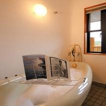 【2階洋室・マティーニ】バスルーム(猫足バスタブ・アンティーク型水栓)