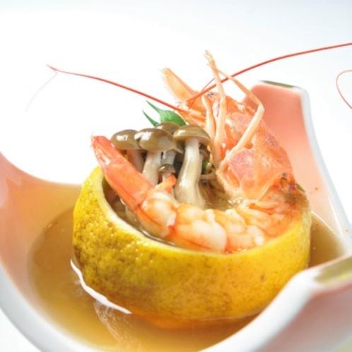 【夕食・蒸物】スープも美味 庭の無農薬ミカンの釜蒸し 出汁の効いた銀餡がけ