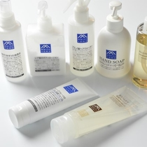 【全室共通・基礎アメニティ】化粧水 メイクも落とせる洗顔料 泡のフェイス&ハンドソープなど