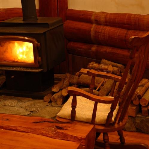 【風景】冬 薪ストーブ(暖炉)が暖かなリビングは猫スタッフもお気に入り