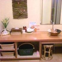 ◆貸切風呂〜広くて清潔感のある脱衣所