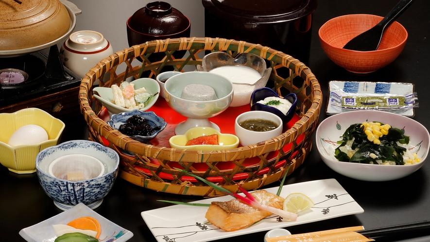 *【朝食】竹かごに入った田舎風の朝ごはんは、体に優しい食材をたっぷり使用しています。