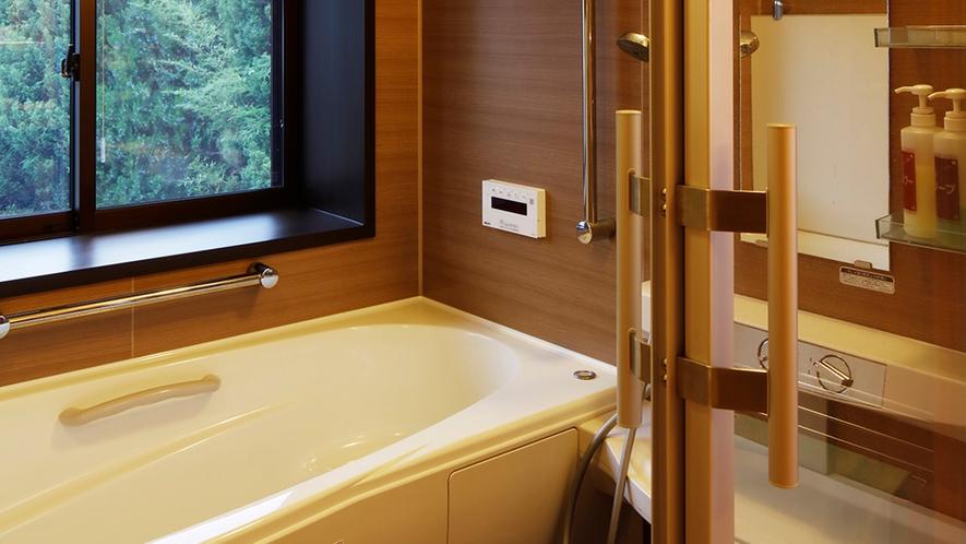*【和室10畳/風呂(一部客室)】山の景色を眺めながら旅の疲れを癒して下さい。