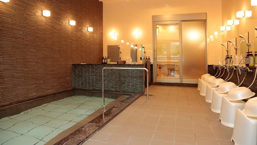 *【大浴場】岩肌露天風呂併設の内湯。源泉は「般若の湯」良質なアルカリ性の温泉です。