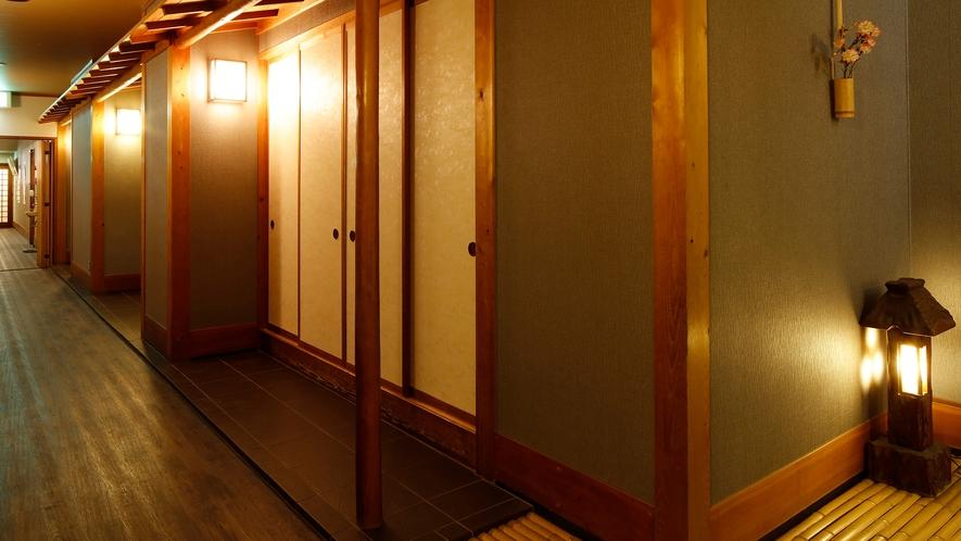 *【廊下】昔ながらの雰囲気が漂う温もりあふれる館内