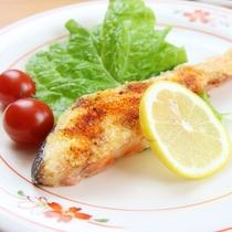 お魚料理はムニエルや煮魚など、ご用意致します。南房総の新鮮なお魚をご堪能ください!