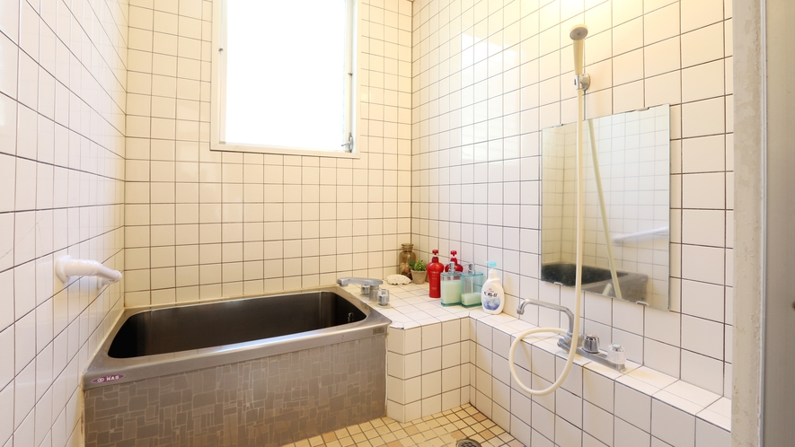 ◆白いタイル張りのお風呂です。旅の疲れを癒してください♪