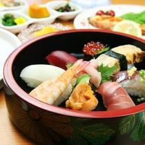 鮨の街『館山』で評判の鮨屋のにぎり寿司を味わってください!
