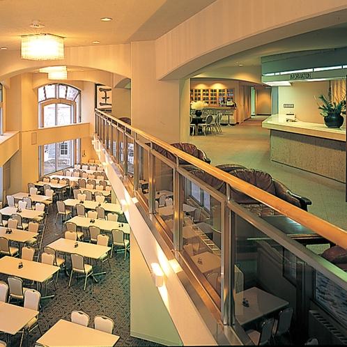館内 ロビーとレストラン