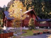 秋のログハウス