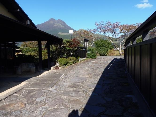 旅館入り口より由布岳