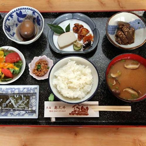 地元の新鮮な食材を使用した朝食です。季節の恵みをお召し上がりいただけます♪