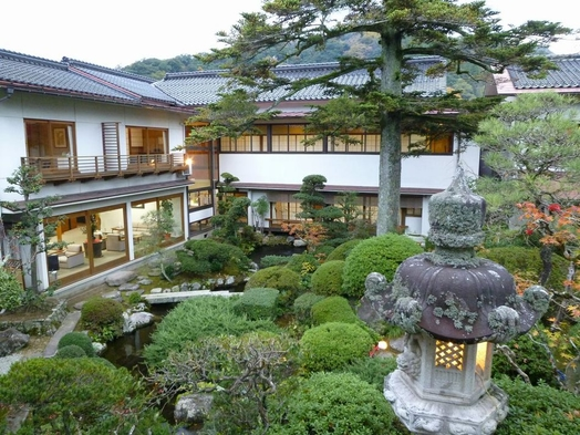 【素泊まりプラン♪】全室から日本庭園一望♪自家源泉かけ流し♪お肌つるつる♪ラジウム温泉♪