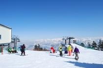 かぐらメインゲレンデ山頂に着きました。これから楽しさが始まります。