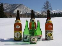 新潟県で昔から人気の地酒を宿では常時取り扱っております。是非宿の食事と一緒に楽しんでみてください。