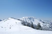 春夏秋と登れる苗場山も、冬は眺めるだけの休憩タイムです。
