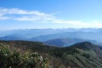 秋の苗場登山 かぐら峰から田代湖の絶景