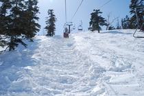 かぐらゲレンデ 4月の第5ロマンスリフト 積雪たっぷり!