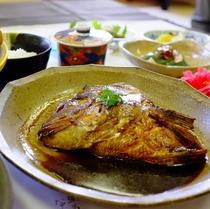 名物「鯛のカブト煮」
