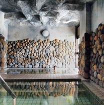 1階大浴場 名物「海水風呂」