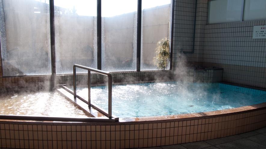 *【内湯】炭酸鉄泉と麦飯石湯。二種類のお湯でお風呂を満喫下さい