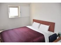 客室ベッド(ダブル)赤
