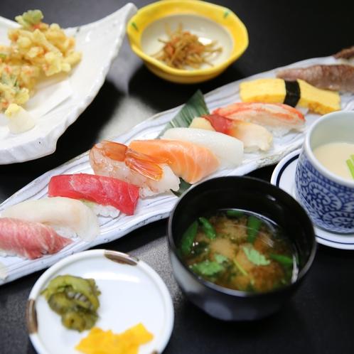 仙台牛A5&仙台牛タン握り、本マグロトロ等のネタ11貫と旬のかき揚げ、茶碗蒸しが楽しめる寿司三昧御膳