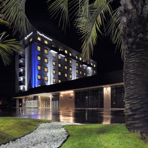 ザ・ベネシアンホテル棟とココスガーデン。非日常な異国情緒を。