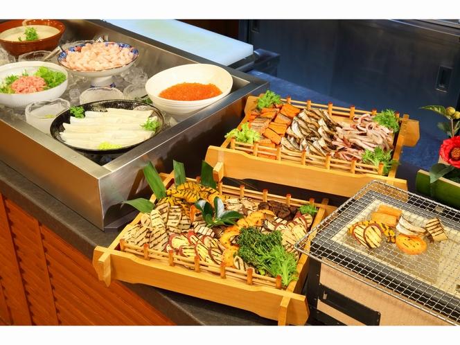 和食中心の朝食バイキング(イメージ)。朝食も男鹿の魚介が楽しめます。