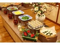 朝食バイキングはお野菜、秋田のお漬物等、男鹿の朝食イメージ。