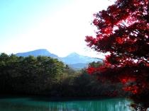 紅葉と磐梯山