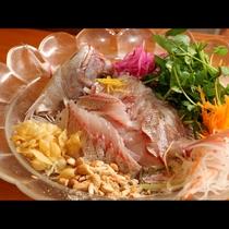 鮮魚を使ったカルパッチョ~中華風~混ぜてオリジナル中華ドレッシングでお召し上がりください。