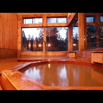 にごり湯と炭酸泉が隣同士の湯船で楽しめるのが嬉しい♪
