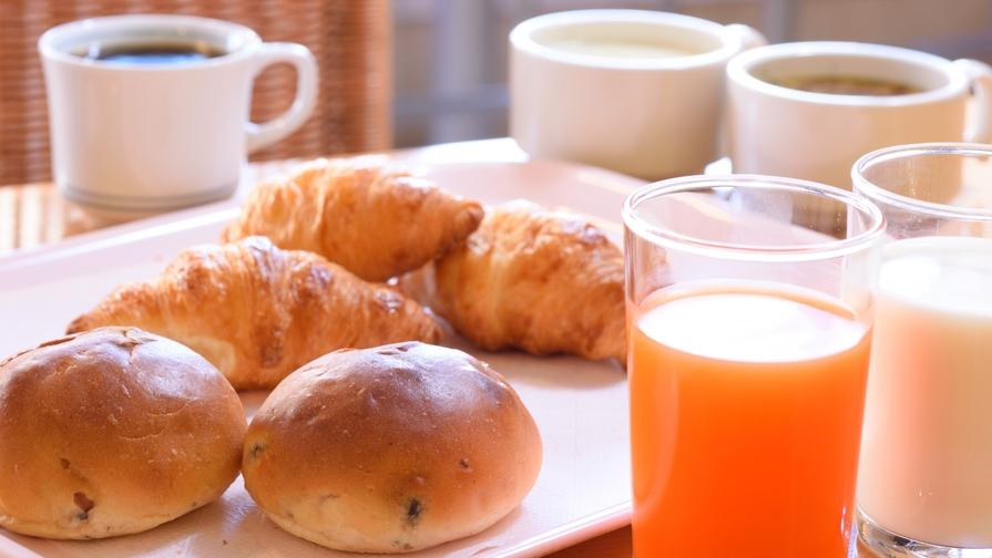【軽朝食付】香ばしいパンの匂いが食欲誘う♪2種類のパン&挽きたてコーヒーでお目覚め朝タイム♪