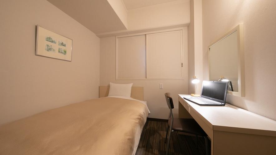 【セミダブル】11平米・ベット幅130cm。32型液晶テレビを備えた清潔感溢れるお部屋
