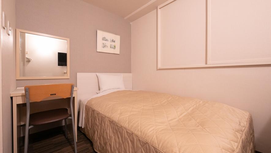 【シングル】10平米・ベット幅120cm。32型液晶テレビを備えた清潔感溢れるお部屋