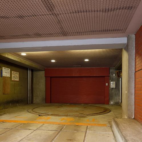 【オートバイ駐輪場】ホテル敷地内に無料でご用意しております。(先着順:5台)