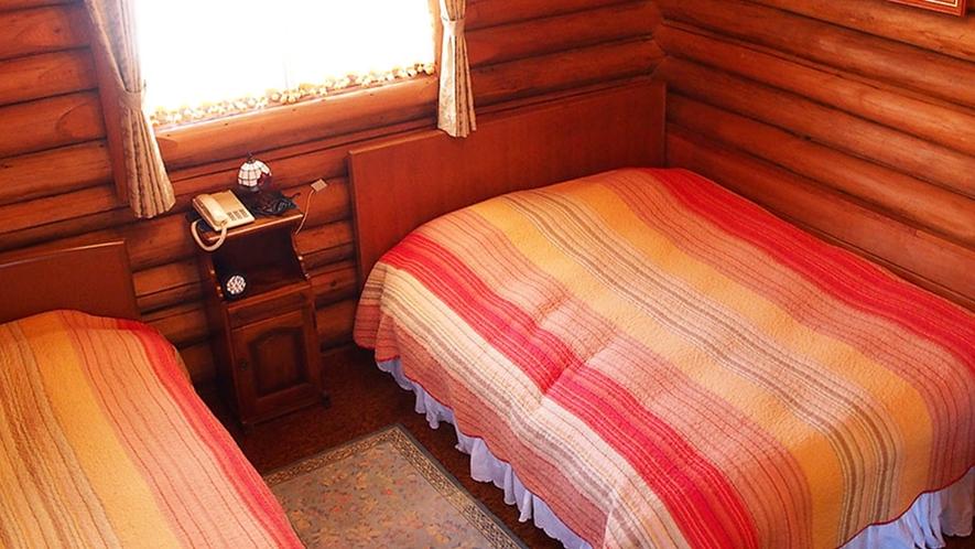 ・【ムース・コテージ】バス・トイレ付きの山小屋風コテージ。わんちゃんも一緒に泊まれます