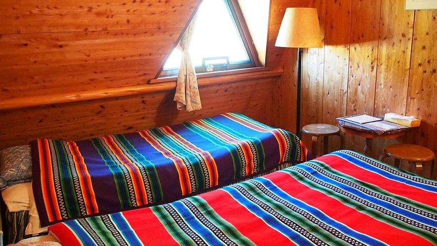 ・【イエローストーン】かわいいパッチワークと木の温もりに癒されるお部屋