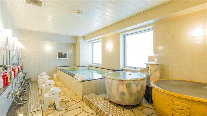 女子大浴場には、大浴槽がひとつとかけ流しの壺風呂が2つあります。