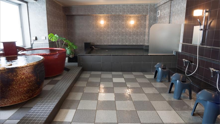 男子大浴場は、福山城をイメージした力強い雰囲気。