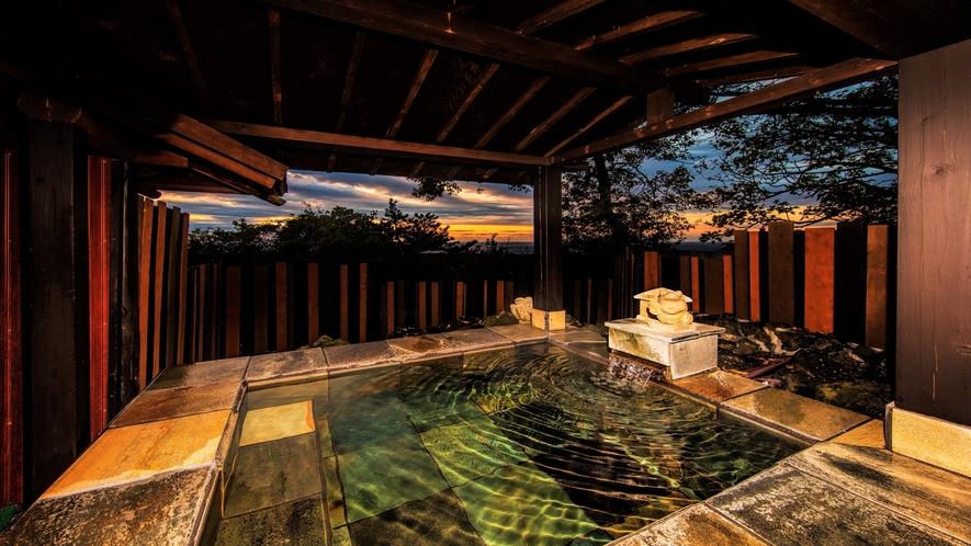 原生林の中の貸切露天風呂(本館お庭)