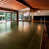 和の湯「檜風呂」の湯殿は、西伊豆エリア最大規模となる壮麗な総檜づくりのしつらえ