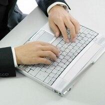 レンタルパソコンは1泊1,000円で貸し出し致しております。フロントまでお声掛け下さいませ。