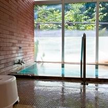 【貸切風呂】源泉掛け流しの貸切風呂。レトロな雰囲気をお楽しみください。