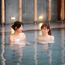 【大浴場】自慢の掛け流し温泉でゆったりと・・・