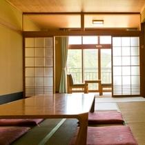【和室】12畳の広さでゆったりと寛げる和室。